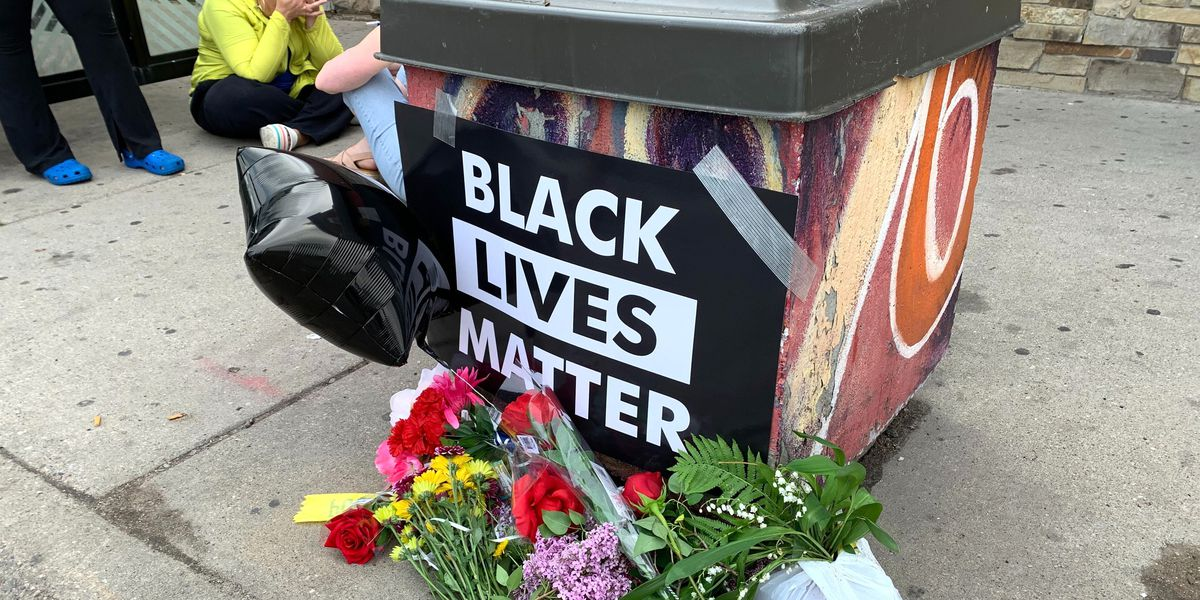 GRAPHIC: Four Minneapolis officers fired after death of black man