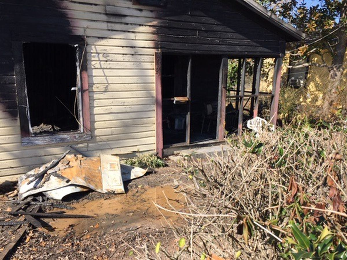 Grandmother, young grandchildren rescued from Alex City house fire