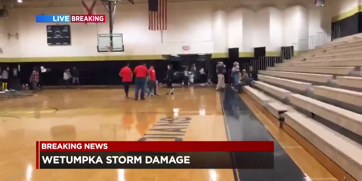 Wetumpka High School opens gymnasium as shelter following storm