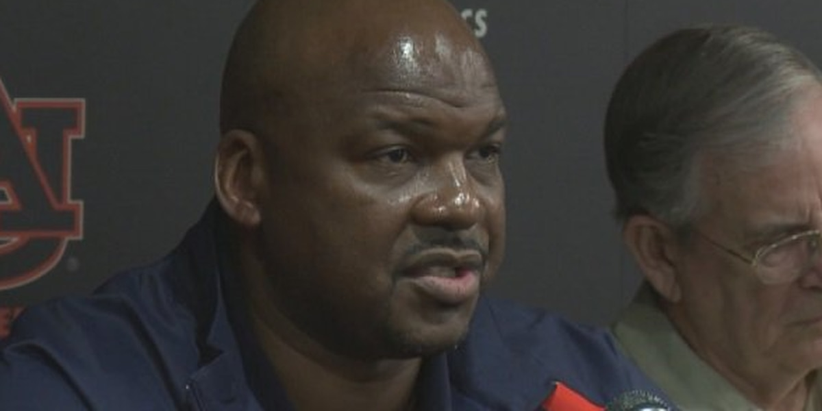 Ex-Auburn assistant basketball coach pleads guilty