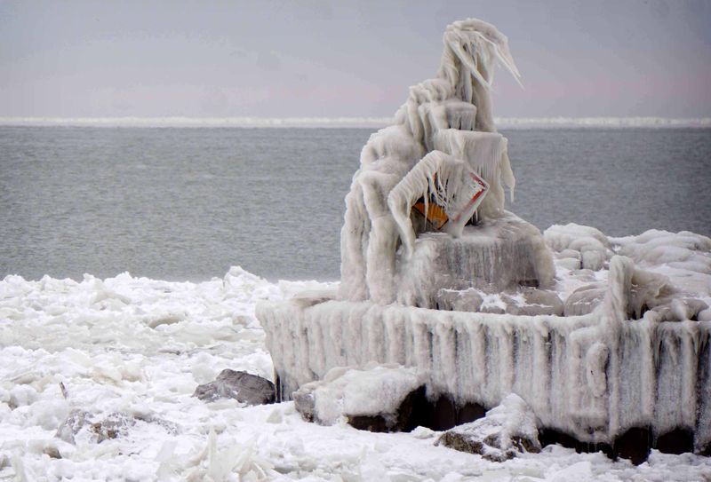As temps plummet to -20s, Midwest cities shut down and