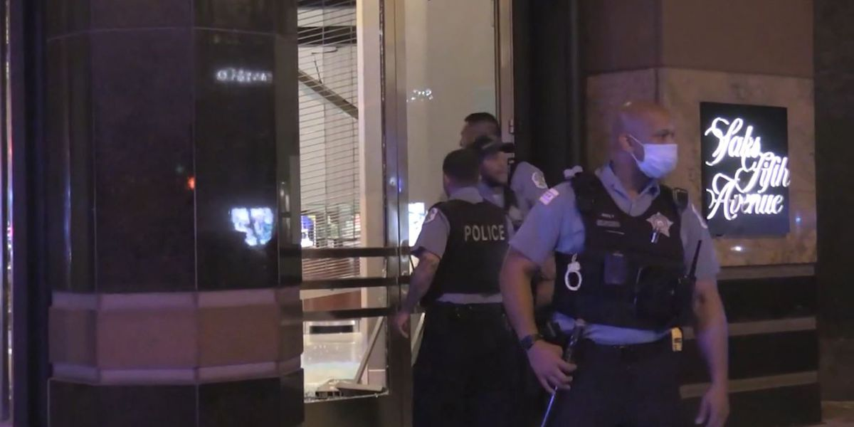 Looters descend on downtown Chicago; more than 100 arrested