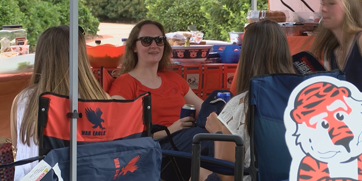 Auburn fans gather for homecoming