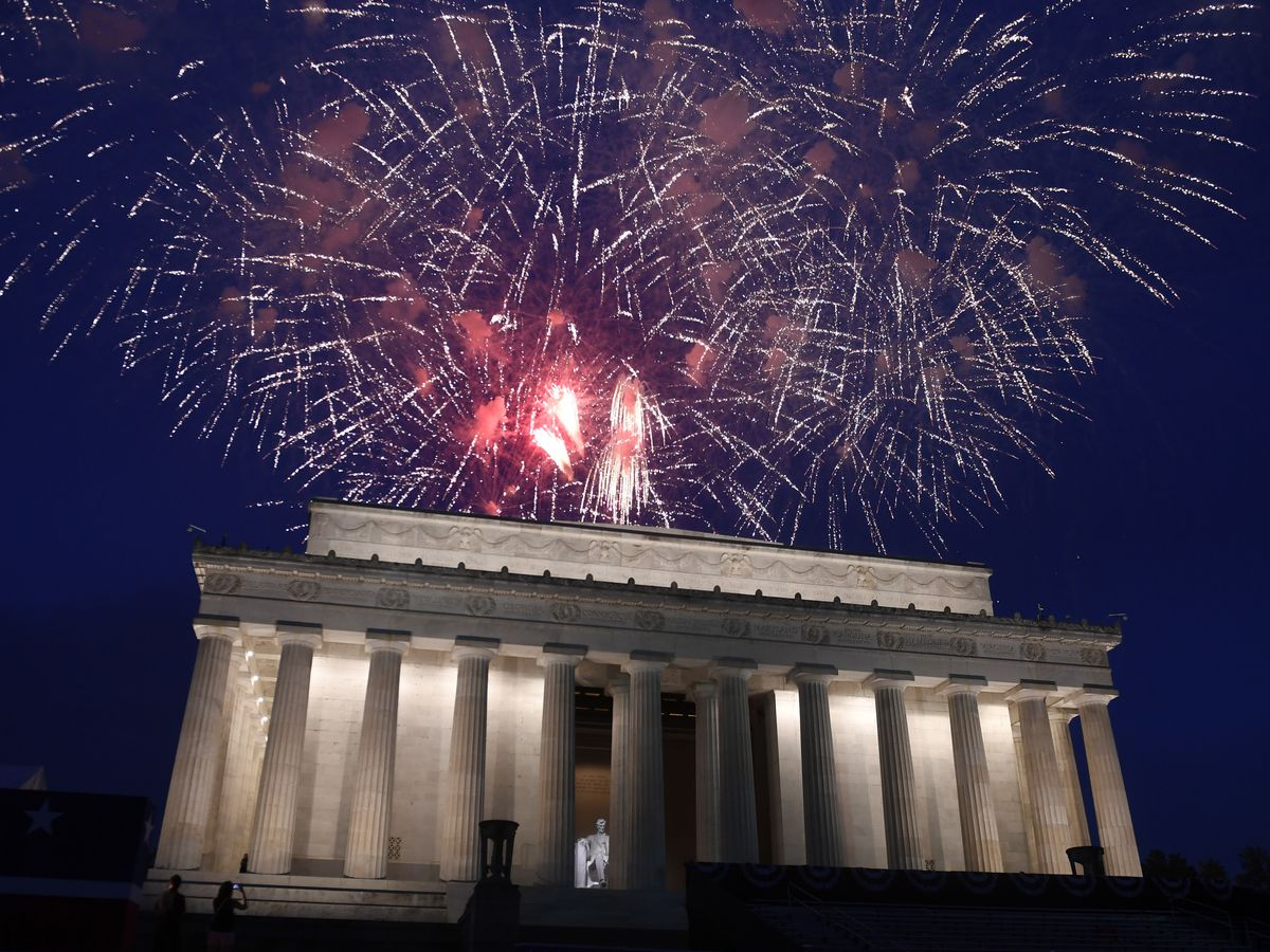 Trump plans huge July 4 fireworks show despite DC's concerns
