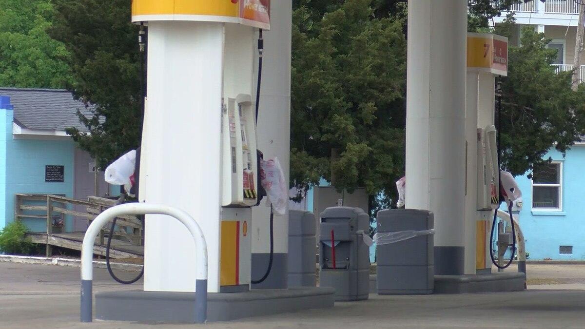 Leaders urge people not to 'panic buy' gasoline
