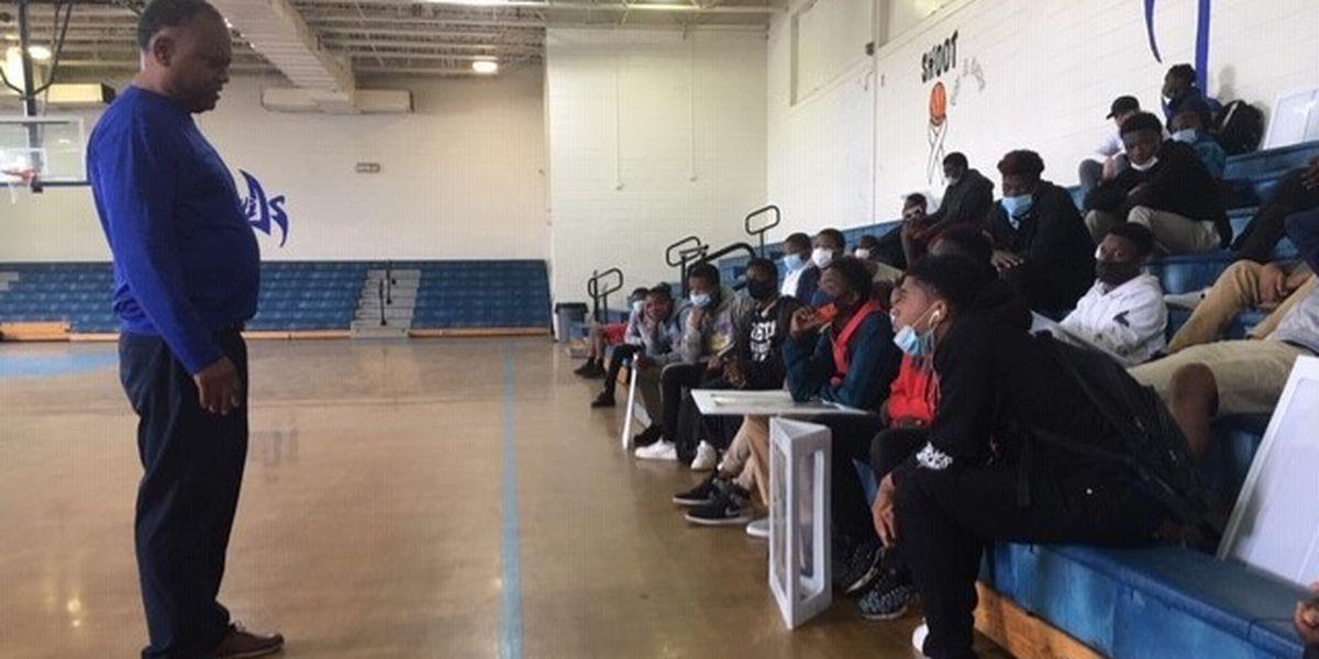 Dallas County middle school students learn about prison life, good choices