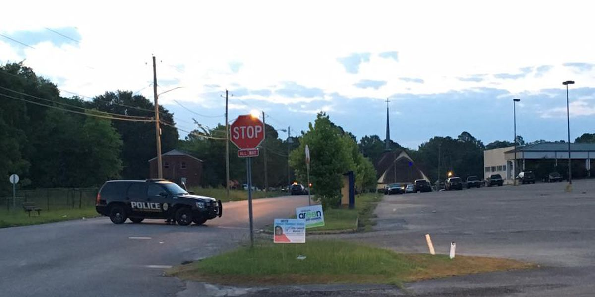 Man in custody after barricading self in Montgomery apartment complex