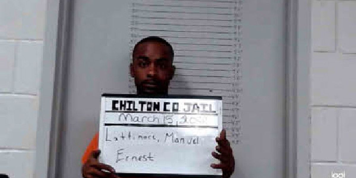 Clanton police chase ends with crash, suspect fleeing into woods