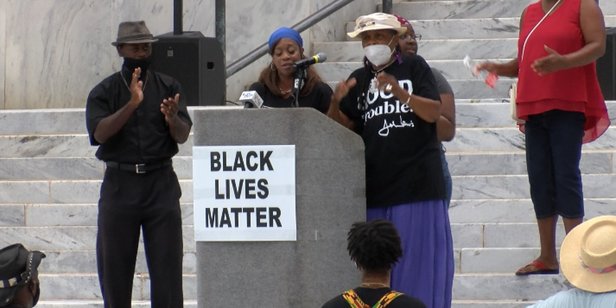 Group rallies on Ala. Capitol steps for March on Washington anniversary