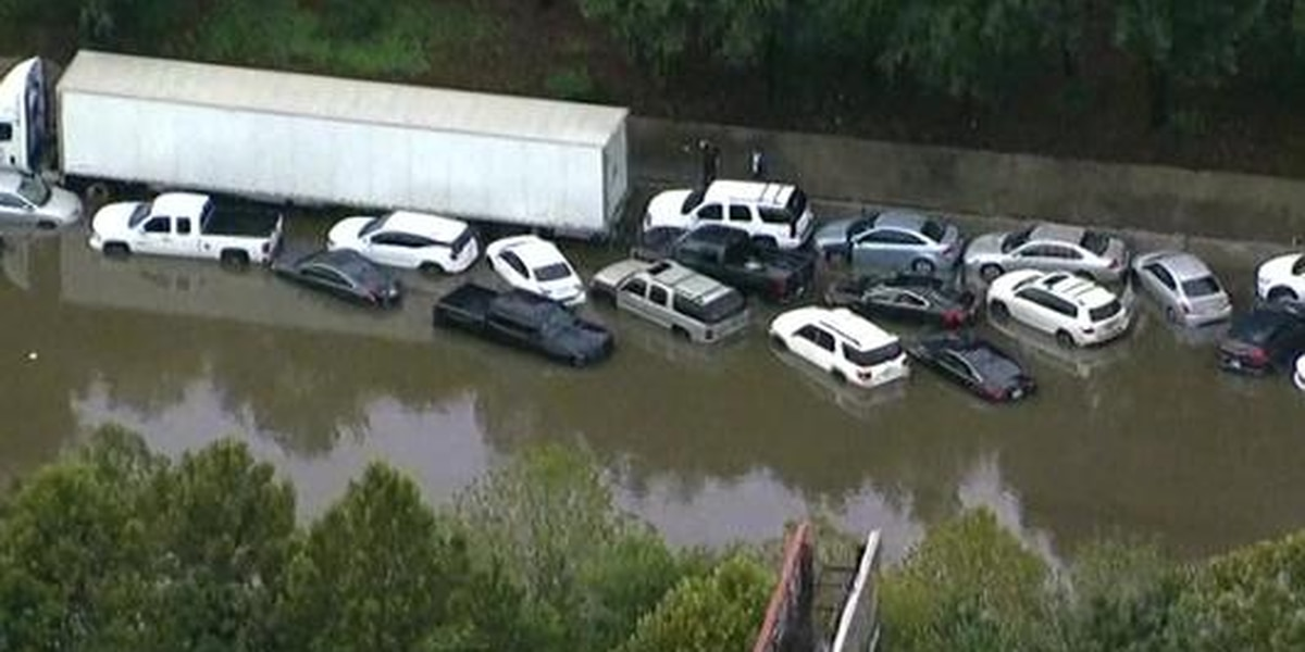 Floodwaters easing in Texas, but warnings remain