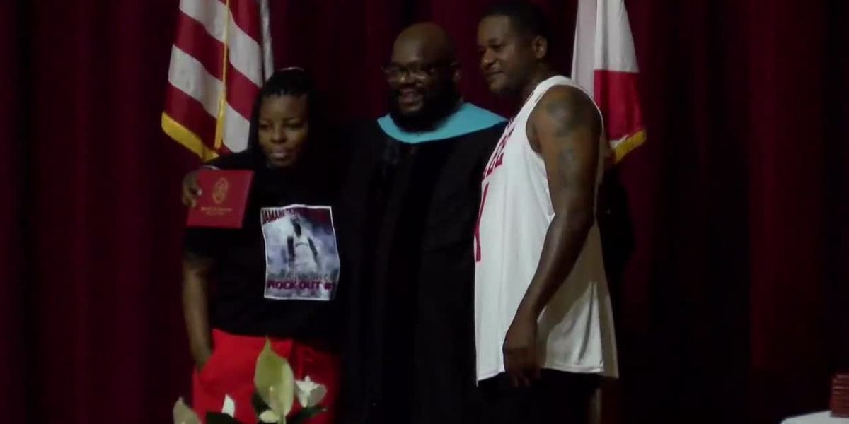 Jamari 'Chop' Smith honored during Lee HS graduation