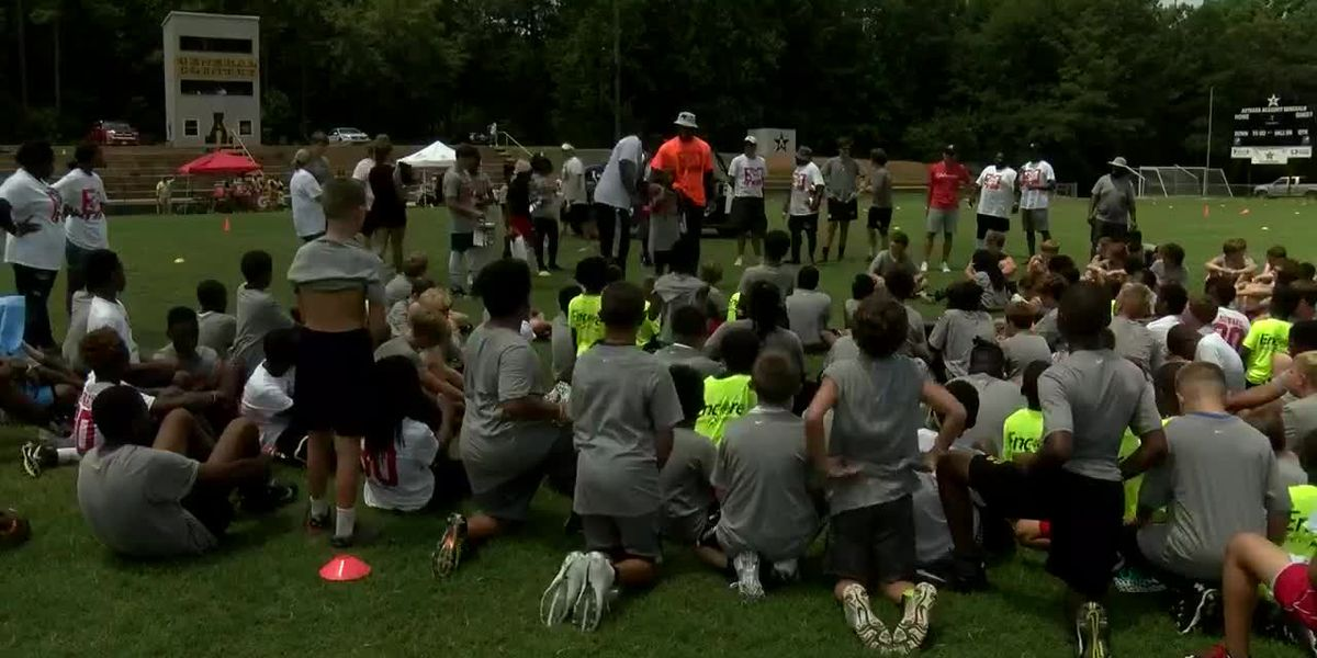 OJ Howard hosts youth football camp