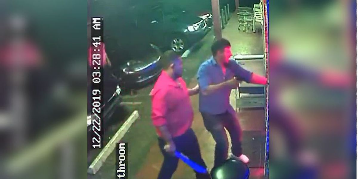 Video: Florida men get kicked out of restaurant, return with gun, machete