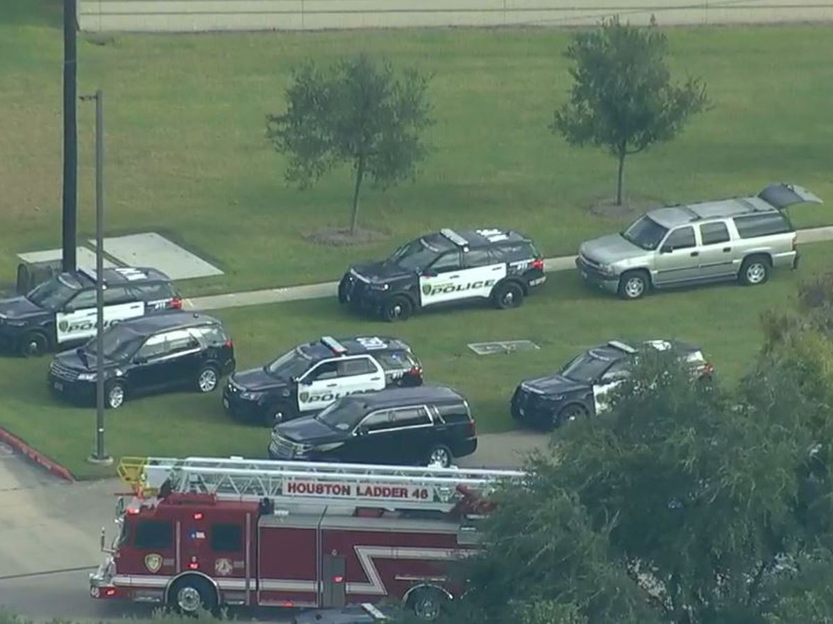Police: 2 Houston officers shot before suspect's arrest