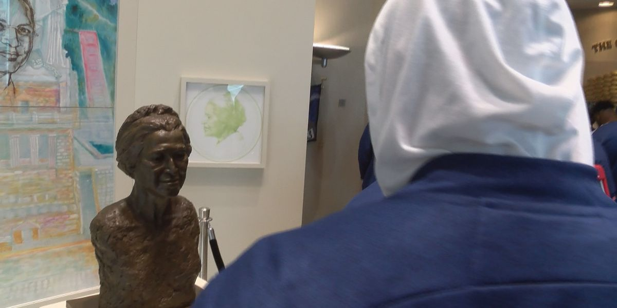 Raycom Media Camellia Bowl teams tour Rosa Parks Museum