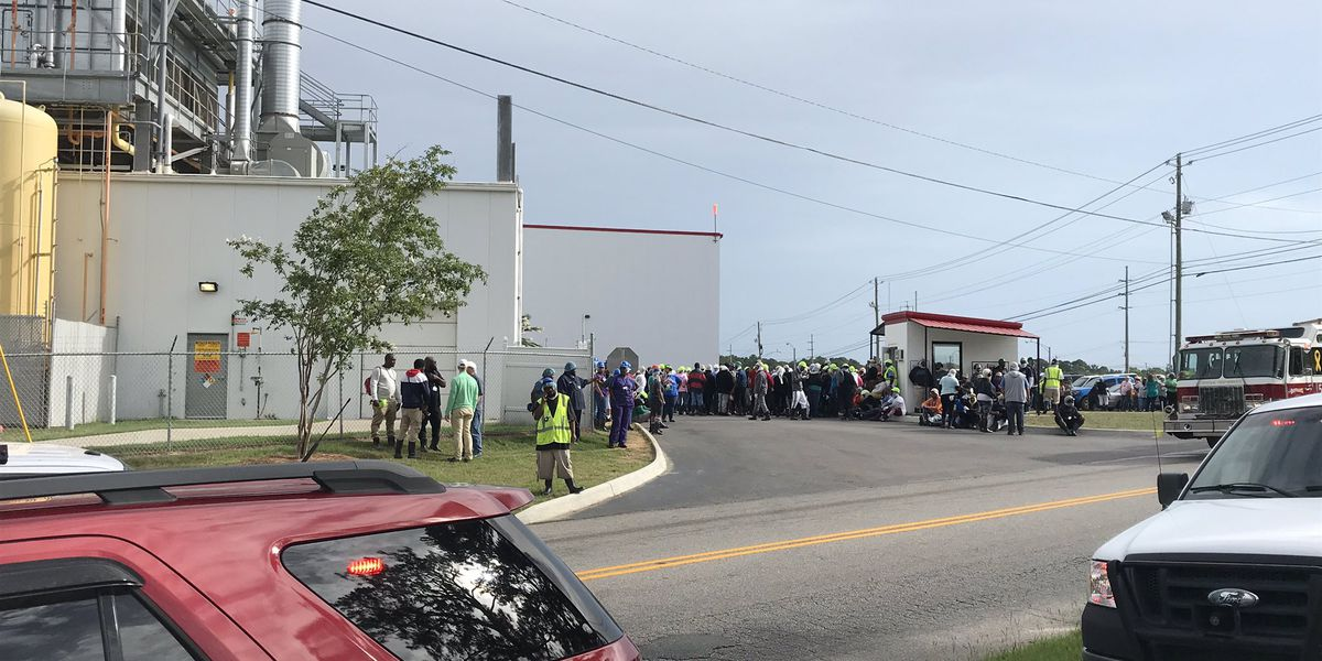 2 hospitalized after acid leak at Wayne Farms