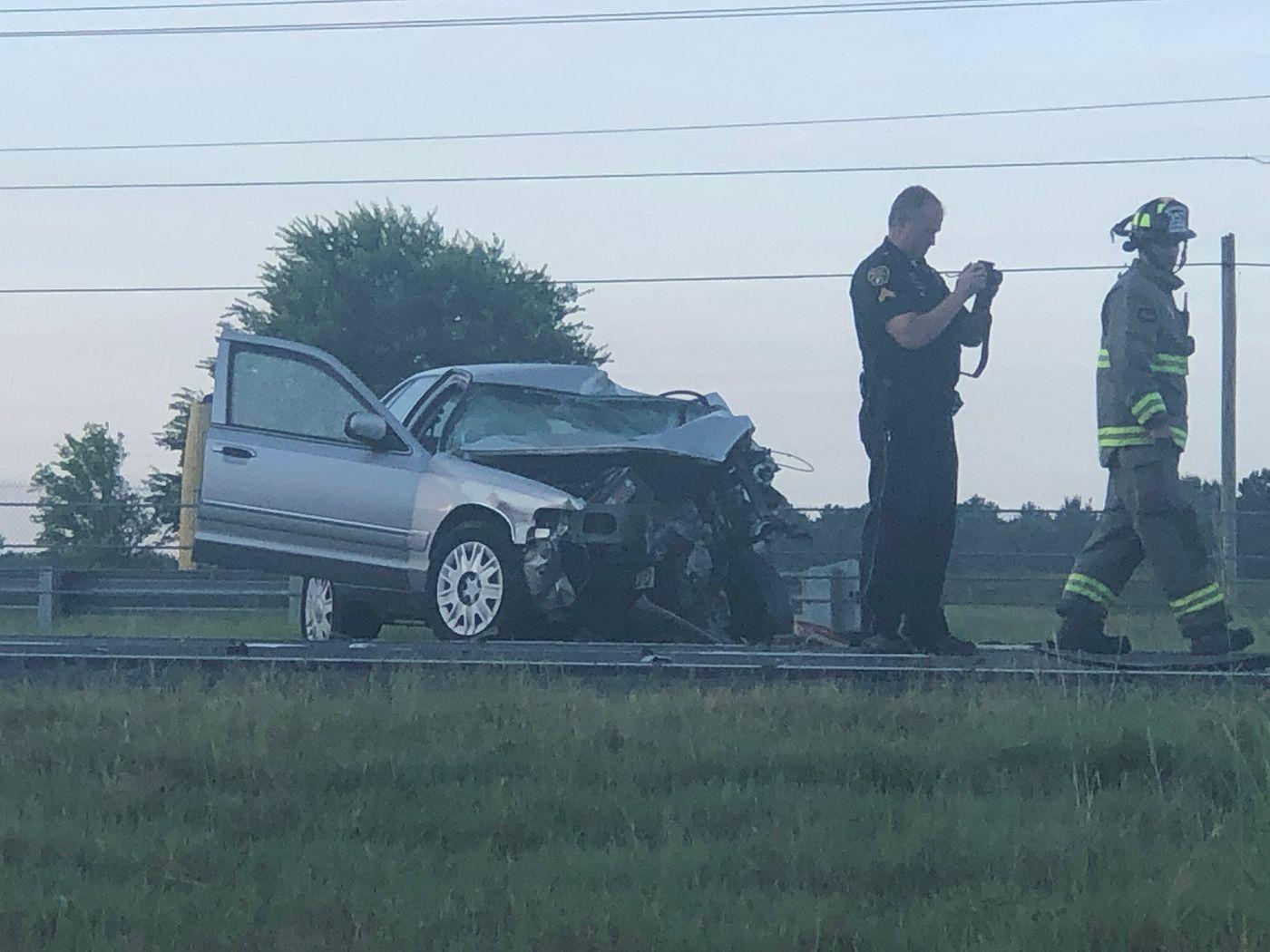1 killed in 3-vehicle crash Saturday morning on I-85