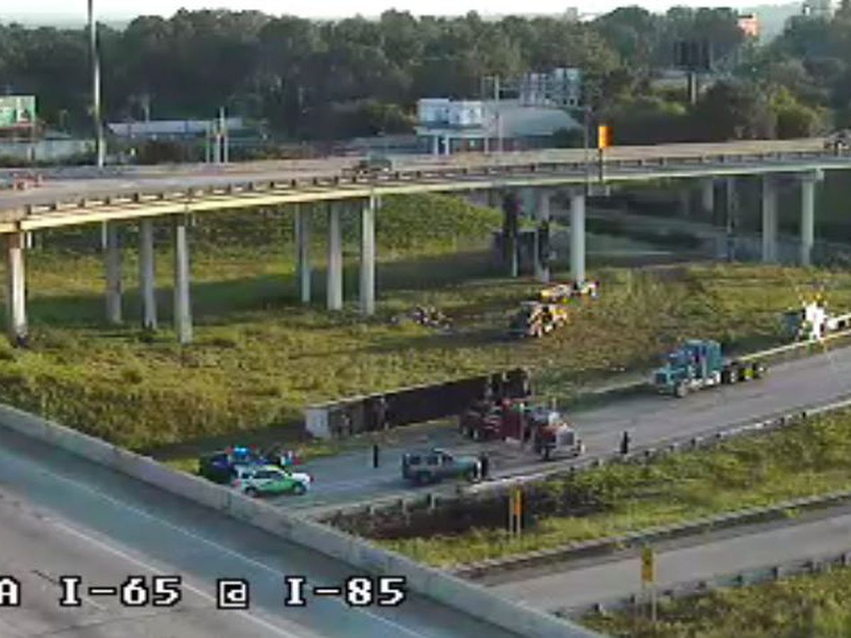 1 lane closed at I-65/85 interchange as workers move overturned tractor-trailer