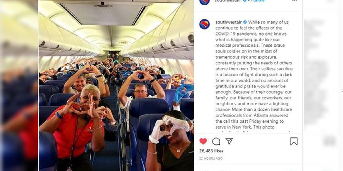Photo of health care workers flying to help NY gets love
